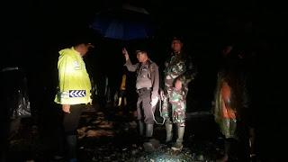 Kapolres Tanggamus dan Dandim Datangi TKP Banjir di Semaka