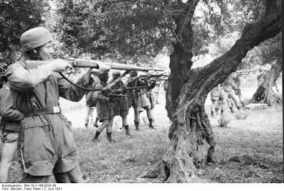 Bundesarchiv_Bild_101I-166-0525-39,_Kreta,_Kondomari,_Erschießung_von_Zivilisten