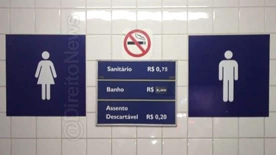 Lei proíbe cobrança por uso do banheiro em centros comerciais e supermercados