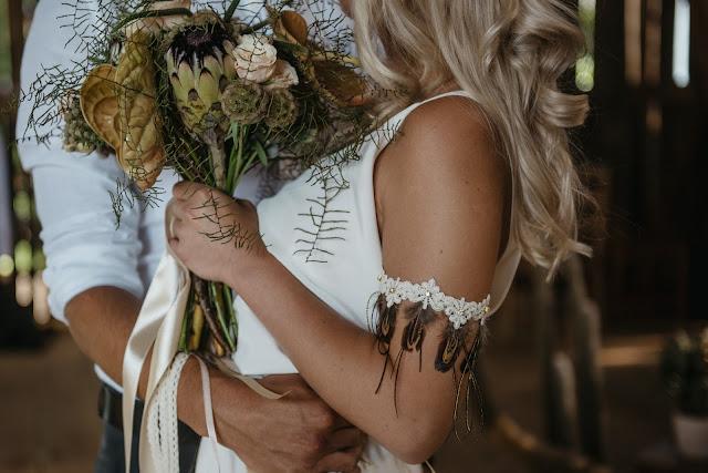 Bransoletka ślubna na przedramię.