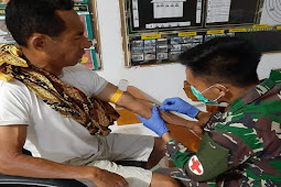 Satgas Pos Dafala Berikan Pertolongan Medis ke Warga Tersengat Kalajengking