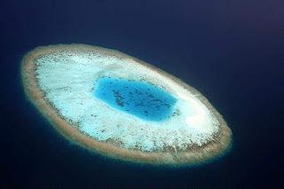 Pulau ber-bentuk Mata