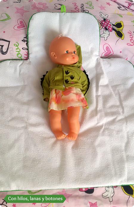 Con hilos, lanas y botones: cambiador bebé plegable