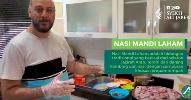 Mengintip Kehidupan Sehari-hari Syekh Ali Jaber di Rumah, Jadi Chef Masak Nasi Mandi Sendiri
