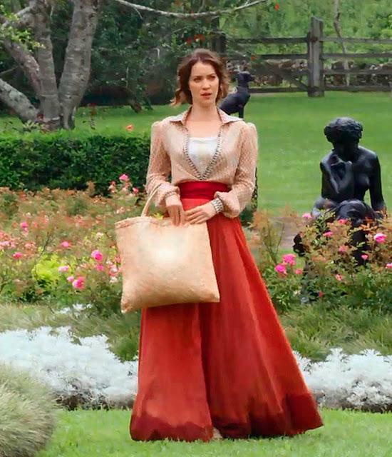 Elisabeta (Natalia Dill) vestidos