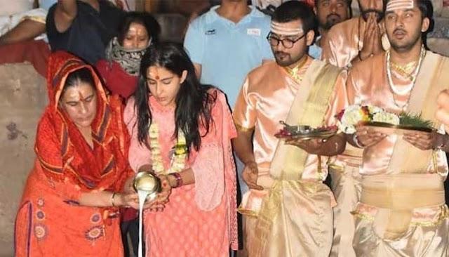 विश्वनाथ मंदिर को लेकर विवादों में घिरी गयी है सारा अली खान, माँ अमृता संग पहुंची थी बाबा विश्वनाथ के दर्शन करने