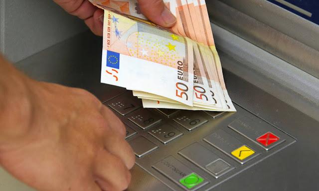 Χρεώσεις – «φωτιά» στα ATM: Δείτε πόσα θα μας κρατάνε για αναλήψεις από τη Δευτέρα (01/07)