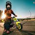 Faire comme les grands avec une moto cross pour enfant