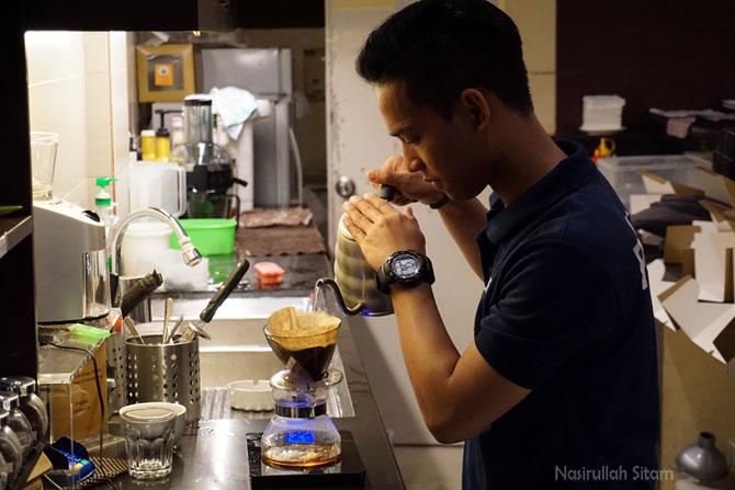 Bang Deka, barista di Caffein Coffeshop