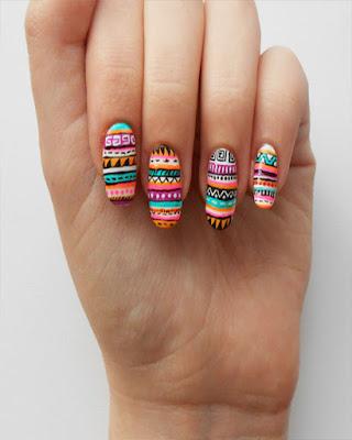diseño de uñas de colores creativo