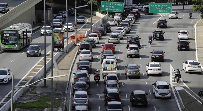 Carros com placas terminadas em 9 devem efetuar licenciamento até final de novembro
