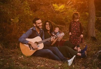 Nyanyi bersama Sambil Main Alat Musik