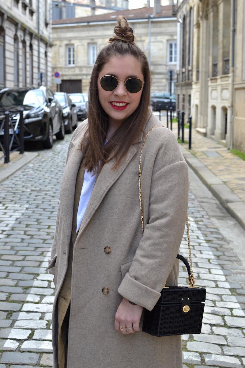 manteau beige American Vintage, Sac en osier noir Zara, Ray Ban