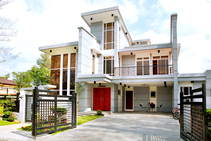 This modern and masculine structure house is a property of actor Gerald Anderson. The house is considered to be an achievement of Gerald from his earning in showbiz.  The beautiful house sits on a 312 square meter property. The house is designed with steel, glass and clean lines.  According to the report, the actor was very particular in the interior design of this house as well as decorating the home as a product of his hard work.
