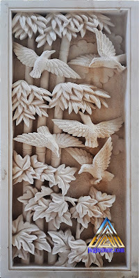 relief gambar burung batu putih