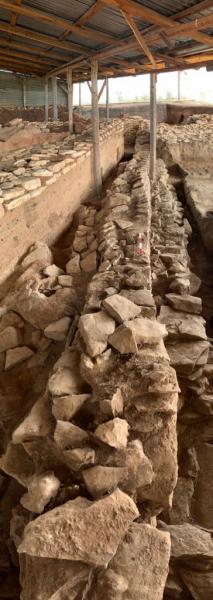 Μνημειακά κτίρια, κλειστοί κεραμικοί κλίβανοι, και εντυπωσιακές περιμετρικές τάφροι αποκαλύφθηκαν στην Κουτρουλού Μαγούλα