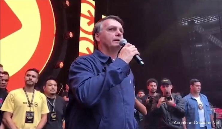 Jair Bolsonaro da testimonio de su fe en The Send Brasil