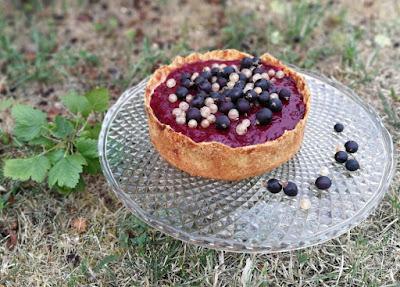 Cheesecake mit Marzipanboden und Jostabeeren