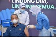 PM & KP KKM Rakyat Pertama Malaysia Menerima Suntikan Vaksin Covid-19