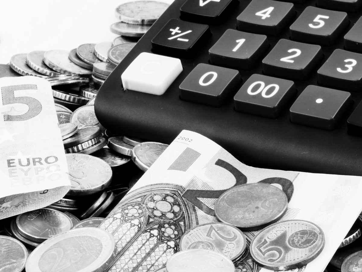 Информирование клиента о приостановлении операции по счетам в банке