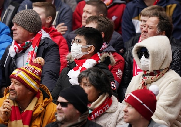 Fans-wearing-face-masks