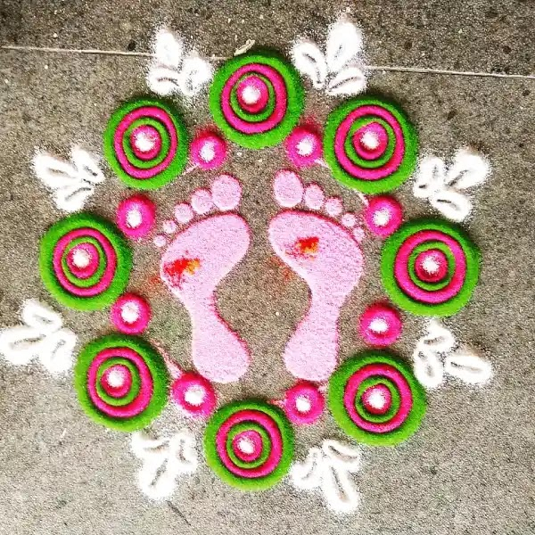 Pretty_foot_rangoli_design