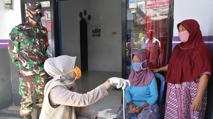 Pandemi Covid -19 Keluarga Difabel Dan Lansia Jember Terima Bantuan Bupati dor to dor..