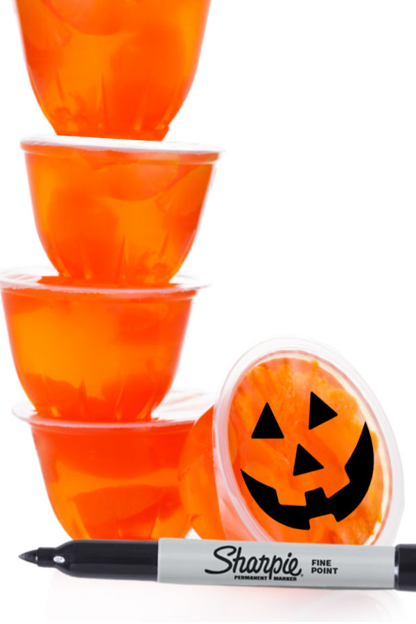 Make jack-o-lanterns, vampires, and Frankenstein Halloween snacks using fruit cups! #halloweenorangesnack #halloweenorangesforkids #jackolanternorangecups #halloweentreats #growingajeweledrose