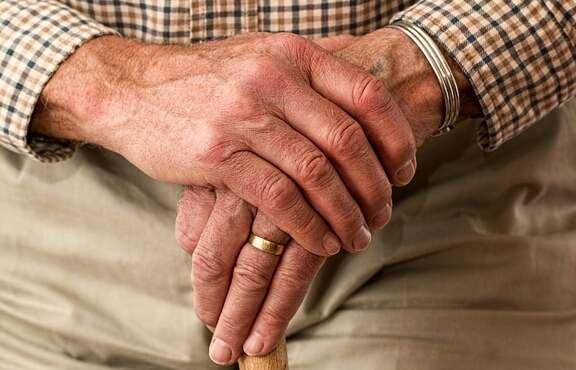 الصعوبات المالية قد تسرع الشيخوخة