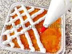 preparare reteta prajitura cu branza si gem - bezeaua pusa cu posul