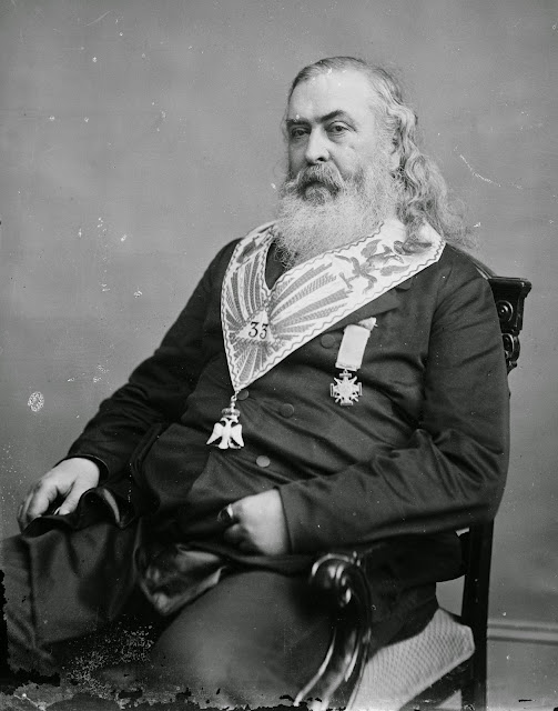 ALBERT PIKE MASÓN 33 EL DIOS DE LOS MASONES ES LUCIFER MORALS AND DOGMA.