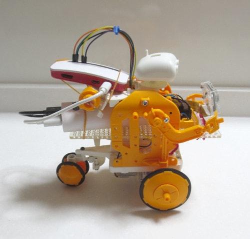 Raspberry Pi Zero WHでロボット(右)
