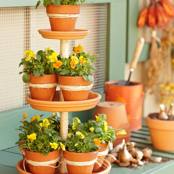 Tiered Terra Cotta Planter Pots #planter #outdoorplanter #planterboxes #outdoor @SimplyDesigning