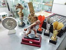 Todo tipo de trofeos deportivos, medallas, cristales grabados con textos y logotipos...