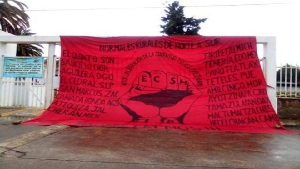 Mujeres Normalistas en Puebla secuestran a Normalistas de Tenería que secuestraron a choferes y 92 camiones
