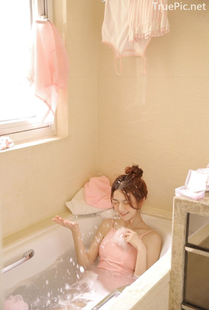 Chinese cute model - Little pink angel playing in the bathroom - Picture 5