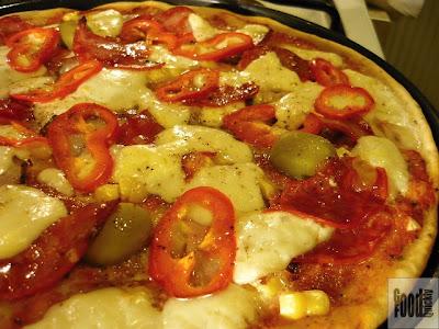 Pizza cu telemea de vaca