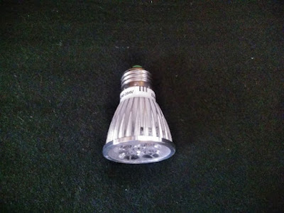 amazonで購入した植物育成用LED電球