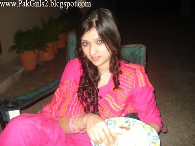Pakistani Girls home pictures gallery 3