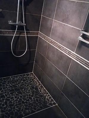 douche italienne gris anthracite noir métal baguette aluminium carrelage
