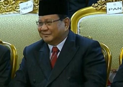 Detik-Detik Prabowo Subianto Membetulkan Kerah Taruna Akmil Magelang