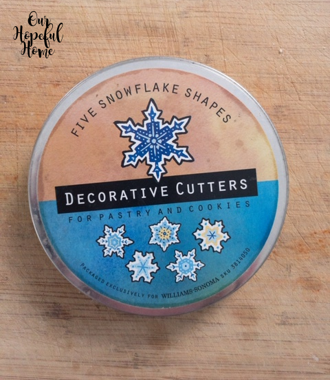 five snowflakes cookie cutter round tin container