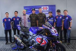 Duo Pembalap WSBK Yamaha Pakai Batik