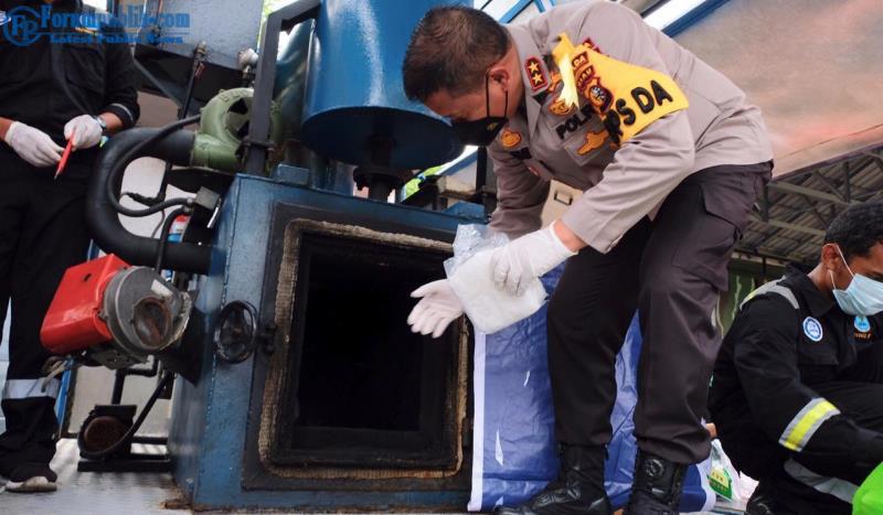 Polda Riau Bersama BNNP Riau Musnahkan 122 KG Sabu dan 10.000 Ekstasi dari 11 Tersangka