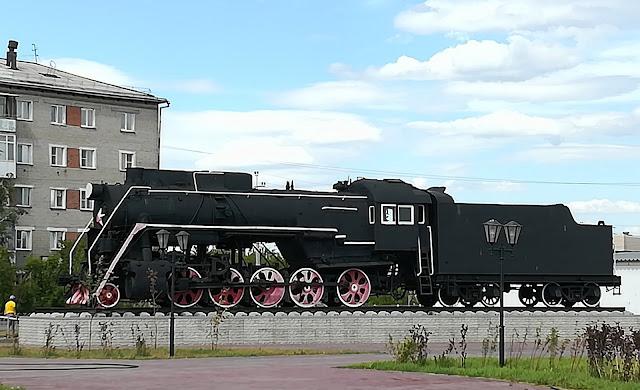 Памятник-паровоз - станция Татарская