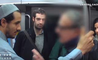 Des Français réagissent à la présence d'un Musulman dans le métro.
