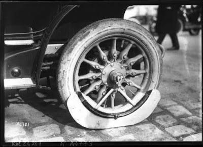 Δείτε πως ήταν οι λασπωτήρες αυτοκινήτων το 1912