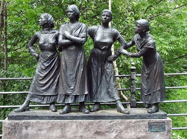 Fabrikkjentene skulptur