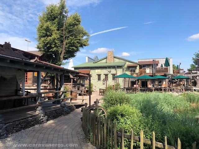 área de acampada de Europa Park  ambientada en el oeste americano | Alsacia y la Selva Negra en autocaravana