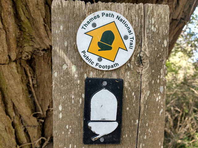 Thames footpath sign